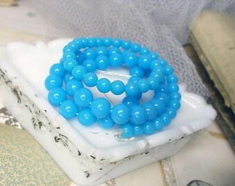 Vintage perles en plastique - 72 tours bleu - sur un brin complet, Stand de 18,5 pouces - rétro Bleu Turquoise perles brillantes - années 1950 Mid Century de récupération