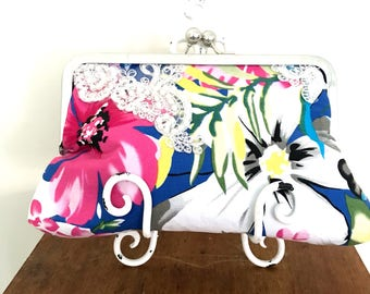 Pretty Kisslock Clutch Purse