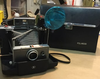 Vintage Polaroid Land camera Automatic 100 camera with case and flash.