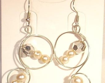Earrings wire wrapped White Pearl and silver copper wire