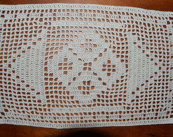 Handmade new. Rectangle doily 27 x 17 cm, ecru, made with cotton crochet, how runner or table centerpiece.