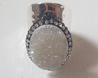White stone thumb ring