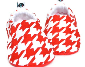 Houndstooth Baby Booties: baby shoes | gender neutral | red baby booties | baby girl | baby boy | newborn | baby shower gift | baby clothes