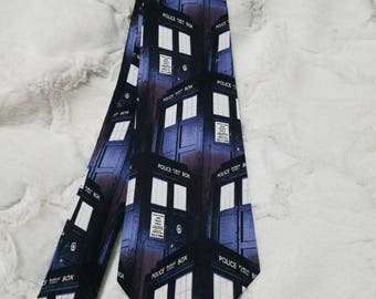 Doctor Who Staggered TARDIS Tie