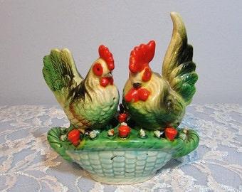 Rooster Chicken Hen w Basket Salt & Pepper Set