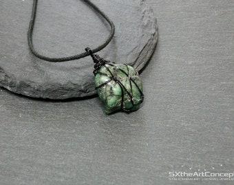 Emerald raw pendant, unisex Taurus necklace, amulet green jewellery, heart chakra stone, may birthstone, harmony gemstone, men jewelry