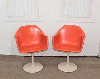 Good Mid Century Modern Tulip Base Fiberglass Chairs