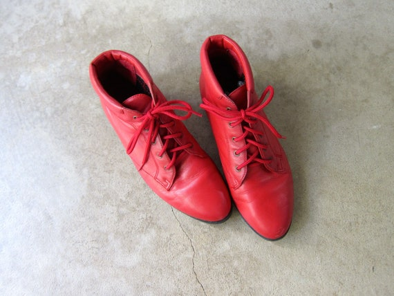 Vintage 80s RED leather ankle boots 90s PIPPI boots Lace up boots granny boots boho leather boots Fall tie up booties womens shoes 7.5