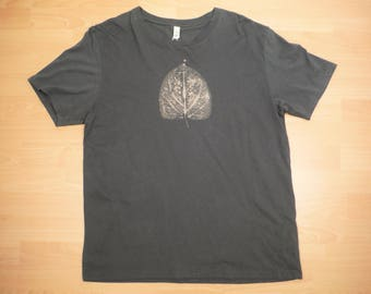 Leaf T-Shirt 100% Organic Cotton Fair Trade Bleach Dyed Hand Dyed Climate Neutral Sustainable Fashion Eco T-Shirt
