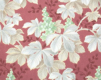 1940s Vintage Wallpaper by the Yard - Botanical Wallpaper with Gray Ivy Leaves and Green Flowers on Red