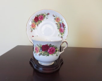 Gorgeous Royal Vale Tea Cup/Saucer Set Made in England Bone China