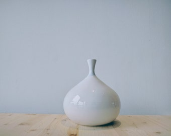Ceramic Vase // Totally handmade in Italy // Modern and minimal design