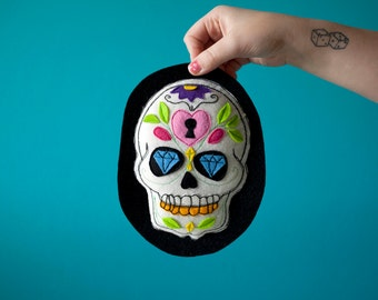 DIA de los Muertos! Embroidered hanging skulls