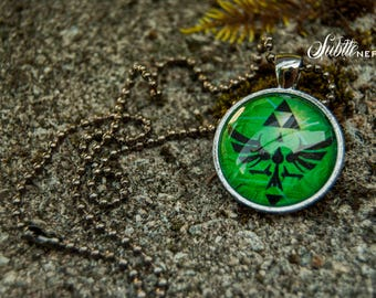 Green Legendary Crest Necklace