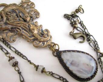 Pierre de lune Rose collier et pendentif en laiton élaborée
