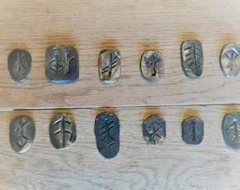 Viking rune symbolen hand gesmeed van ijzer.