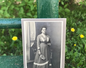 Vintage Photo -  Bedrich Sieber Photo Studio Jilemnice: Cabinet Card of a Woman