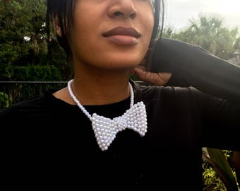 Pearl bow tie with adjustable chain