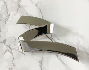 silver ribbon brooch