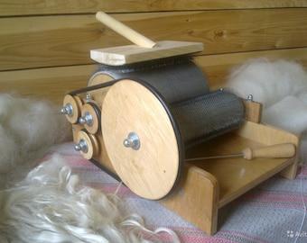 Handheld Drum Carder - Carding for wool