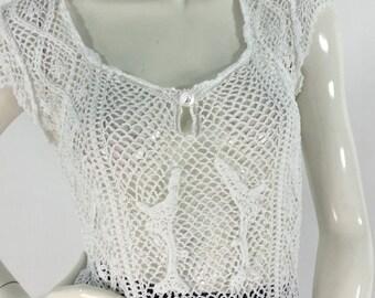 70s white crochet top/1970s crochet scalloped detailing/vintage crochet top
