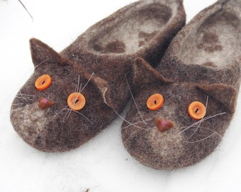 Brown British shorthair cats slippers, toys, animals, handmade, custom size, natural felted wool, comfortable flat slippers, gift idea