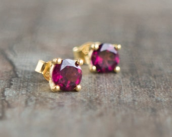 Rhodolite Garnet Stud Earrings, 14K Gold, Fine Jewelry, Solid Gold Earrings Studs, Gift for Wife, Garnet Jewelry, January Birthstone