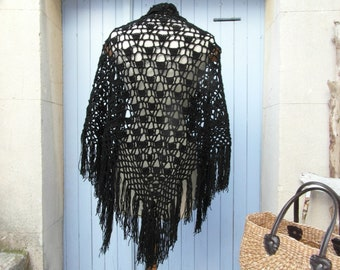 Handmade vintage shawl, wool scarf, black crochet shawl winter scarf, vintage clothing, retro clothes, gypsy shawl, tassel shawl, boho shawl