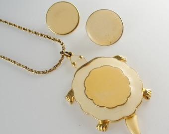 Adorable Vintage ART© Signed Turtle Trembler Necklace & Earrings