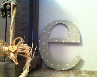 Painted Wooden Wall Letter - Distressed - 'e' - New Times Roman - lowercase - 20cm