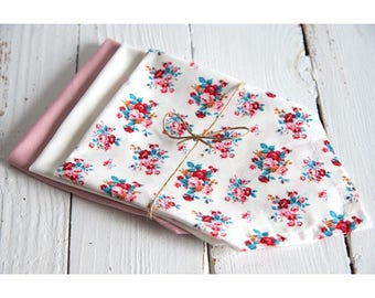 Set of 3 handkerchiefs in organic cotton: white flowers, pink, white, zero waste, eco-friendly and economical.