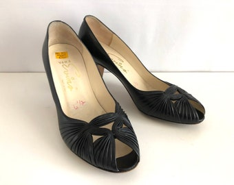 Vintage Shoes Women's 80's Black Leather, Heels, Peep Toe Pumps by Vara Evins (Size 6)