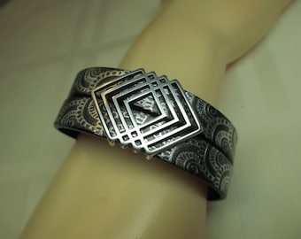 Double Patterned Leather Bracelet in Black and Silver