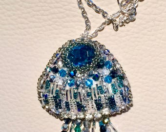 Jellyfish embroidered, pendant/brooch