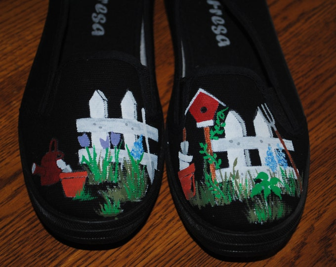 For Sale New Gardening shoes available size 7.5 READY TO SHIP