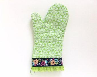 Designer Oven Mitt. Cute Kitchen Pot Holder. Geometric Pattern Baking Glove. Green Floral Oven Mitt. Women's Housewarming Mother's Day Gift.