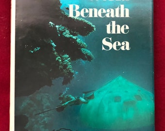 World Beneath the Sea by James Degan/1967/204 pages/Hardback/Free SH to US/Great Condition#616
