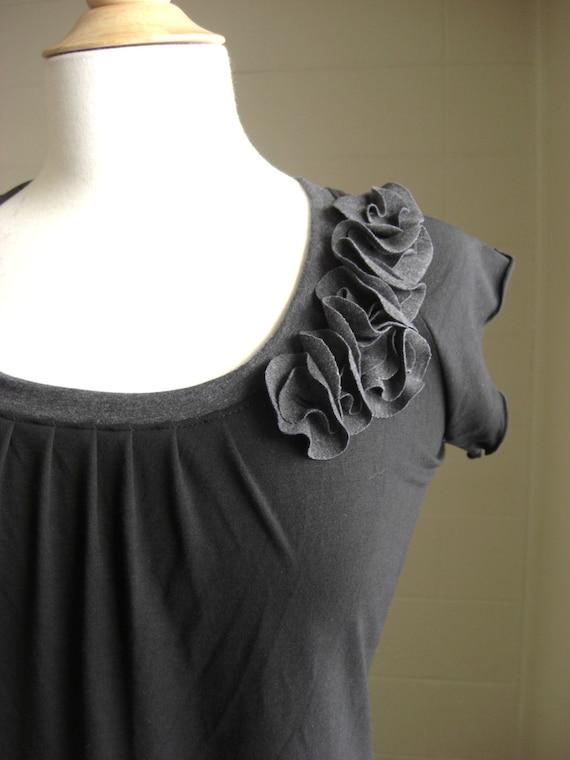 Black shirt short sleeve t-shirt flower petal corsage embellished shirt scoop neck blouse raglan sleeve tee cap sleeve top womens clothing