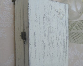 JEWELRY BOX Cream Color Shabby Chic Home Decor with mini angels feet, necklaces storage, jewelry box vintage