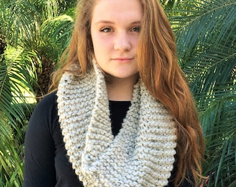 Scarf Chunky Knit Infinity Circle Loop // Oatmeal // Suzanne