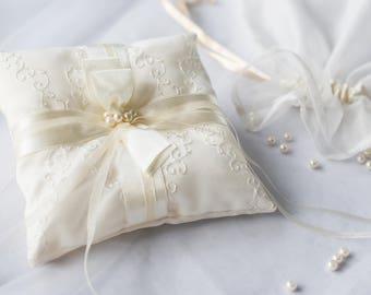 Ivory lace ring bearer pillow/ Ring bearer/ Ivory wedding ring holder/ Ivory wedding ring pillow/ Beige ring pillow/ Ring holder/ Beautiful