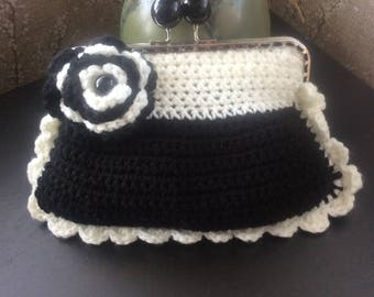 Black /Off/white purse with flower  Black and Off/White rose, Black crochet bag, Off/White crochet purses,  crocheted bag , crocheted purses