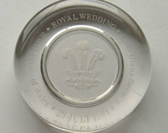 VINTAGE PAPERWEIGHT ROYAL wedding