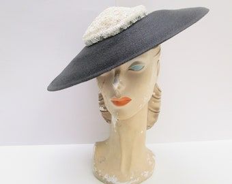 Chic Vintage 1940s 40s Black & Off White Straw Cartwheel Wide Brim Sun Hat -Pinup-Bombshell-Starlet-New look-Old Hollywood Glamour-Film Noir