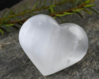 One White SELENITE Heart Crystal - S, M, or L - Healing Crystal Heart, Positive Energy Crystals, Healing Stone, Chakra Crystal E0181