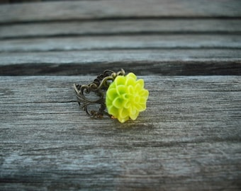 antique brass mum ring - lime green