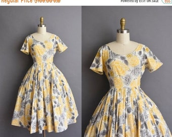 25% OFF SHOP SALE..//.. vintage 1950s Rose yellow and black cotton full skirt dress Small Medium 50s vintage Rose floral cotton full skirt d