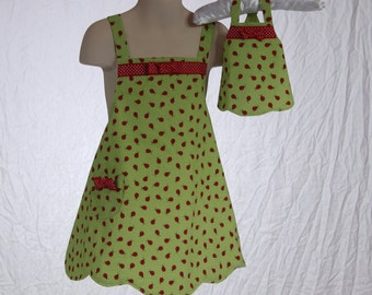 "Girls Full Apron With Matching 18"" Doll  Apron, Children's Apron, Kids Apron, Childrens Clothing, Pretend Play, Green and Red Lady Bug Apron"