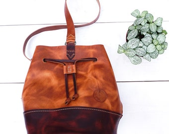 New two-tone Harbor bucket bag ready to ship. Made from American leather with crossbody & sling style strap