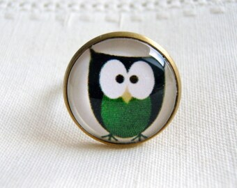 Ring cabochon out of bronze, Adjustable ring: funny owl, tones: green and black.